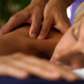 masaż ciepłym olejem sezamowym